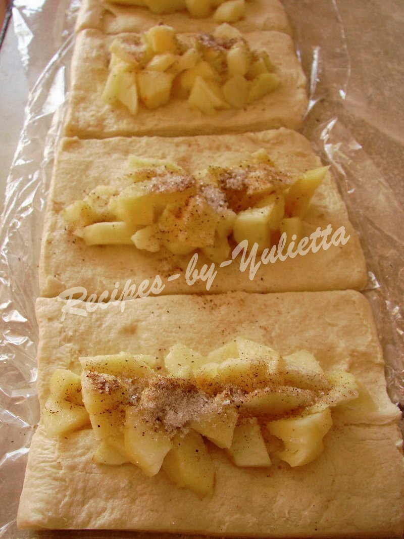 put apple filling on pastry