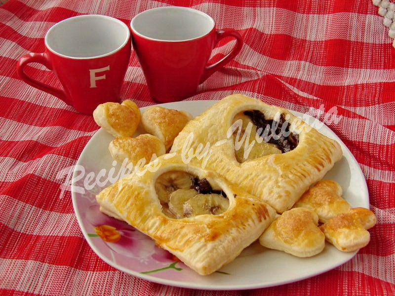 Puff pastry with banana and chocolate for Valentine's day