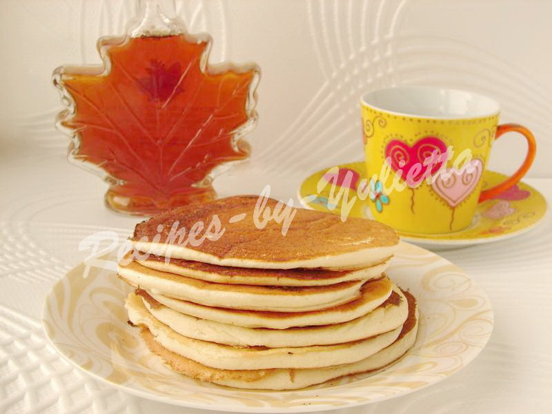 Canadian pancakes with maple syrup